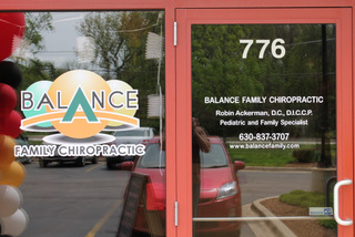 Advertise with window graphics in Bartlett IL